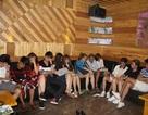 """Phát hiện gần 20 thanh niên đang """"phê thuốc"""" trong phòng karaoke"""