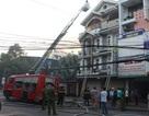 Giải cứu thành công 4 người mắc kẹt trong căn nhà cháy