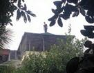 """Hà Nội: Nam thanh niên """"cố thủ"""" hơn 18 tiếng trên nóc nhà 4 tầng"""