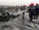 Hà Nội: Xe máy cháy trơ khung trên cầu Vĩnh Tuy