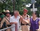 Hà Nội: CSGT kịp thời cứu người đàn ông định lao vào tàu hoả