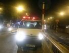 """Hà Nội: Xe cứu thương """"làm loạn"""" lúc nửa đêm"""