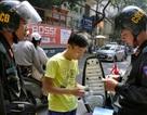 Người Hà Nội ngạc nhiên khi Cảnh sát cơ động tuần tra ban ngày