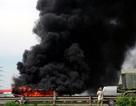 Hà Nội: Xe khách cháy ngùn ngụt trên cao tốc