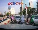 Hà Nội: Phạt nguội nhiều ô tô cố tình đi ngược chiều trên cầu vượt