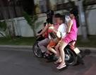 """Xe máy """"kẹp 6"""" lưu thông trên phố Hà Nội"""