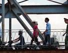 Hà Nội: Kịp thời cứu thiếu nữ 9X định nhảy cầu Long Biên