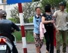 Hà Nội: Nhóm dàn cảnh móc túi trước cổng BV Bạch Mai sa lưới