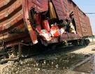 Hà Nội: 7 toa tàu trật khỏi đường ray