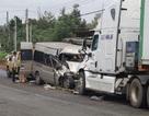 Xe khách tông trực diện xe container,  2 người thương vong