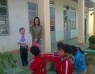 Trèo đèo lội suối vận động học sinh đi học nhưng cô giáo vẫn phải nghỉ việc