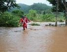 Mưa lớn, nhiều ngôi nhà ở Đà Lạt ngập sâu trong nước