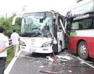 Hai xe khách tông nhau, hơn 30 hành khách may mắn thoát chết