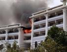 Hoảng loạn vì khách sạn 5 sao bốc cháy ngùn ngụt