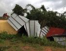 Mượn nhà rông dạy học vì phòng học bị mưa lốc làm hư hại