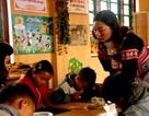 Dạy song ngữ cho trẻ em dân tộc: Học sinh không còn bỏ học