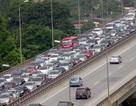 Hà Nội: Đường trên cao ùn tắc kinh hoàng từ sáng sớm đến giữa trưa