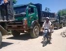 Dân lập rào chắn chặn xe tải
