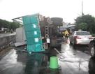 Liên tiếp 2 vụ lật xe tải gây ùn tắc giao thông