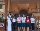 Á hậu Diễm Trang về thăm trường cũ và tặng quà học sinh nghèo