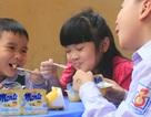 Vì sao trẻ thích ăn váng sữa?