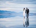 """Cặp đôi chụp ảnh cưới """"siêu thực"""" tuyệt đẹp trên mặt hồ"""
