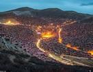 Khám phá ngôi làng Phật giáo lớn nhất thế giới