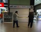 Dân Singapore gây sức ép buộc cửa hàng điện thoại lừa đảo phải đóng cửa