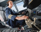 Cơ trưởng bất ngờ bị ốm, hành khách giúp lái thay máy bay