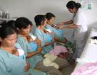 Khẩn cấp mổ mắt cho bé út trong ca sinh tư