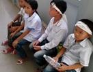 Xúc động cảnh con nạn nhân vỗ về con hung thủ ngoài hành lang tòa án