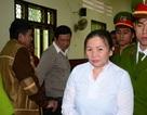 Nữ võ sư trùm quần lên đầu chánh án