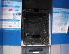 Nửa đêm trùm áo mưa đi phá hoại cây ATM