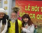 """Xin tiền mừng tuổi, """"dị nhân tóc rồng"""" kiếm tiền triệu tại Hội Lim"""