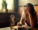 Rượu ảnh hưởng đến phụ nữ mạnh hơn