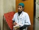 """Bắt quả tang bác sĩ """"dỏm"""" vào tận bệnh phòng lừa bệnh nhân ở BV Bạch Mai"""