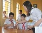 Học sinh được uống sữa trong tiêm chủng