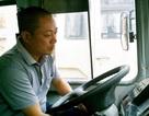 Lái xe buýt húc đổ cột thép trên cầu vượt Láng Hạ bị khởi tố