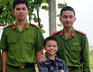 Hai chiến sỹ công an cứu cháu bé khỏi chết đuối