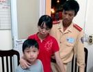 Hà Nội: CSGT giúp cháu bé bị lạc tìm lại gia đình