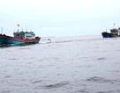 Ứng cứu 12 ngư dân trôi dạt ở Hoàng Sa