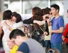 Á hậu Diễm Trang bịn rịn chia tay mẹ đi công tác nước ngoài