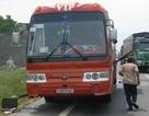 Xe khách chở 40 người bất ngờ bốc cháy giữa đường