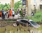 Ô tô lao xuống hồ, phóng viên bị đe dọa tác nghiệp