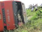 Xe khách gặp nạn, hàng chục hành khách nhập viện