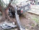 Ô tô bị lật ngửa, 4 người nguy kịch