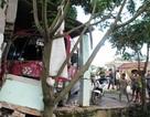 Xe buýt lao vào nhà dân, 5 người bị thương nặng