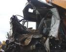 Hai xe tải nát đầu sau cú tông nhau trên cầu