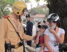 Trẻ đội mũ bảo hiểm: Xác định độ tuổi bằng nghiệp vụ