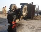 Xe tải cẩu tông công nông, tài xế văng khỏi xe nguy kịch